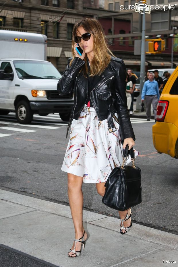 Jessica Alba, businesswoman lookée dans les rues de New York le 3 octobre 2012