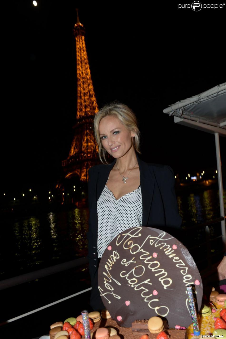 Adriana Karembeu lors de son l'anniversaire, célébré la semaine dernière sur la péniche Maikala face à la Tour Eiffel