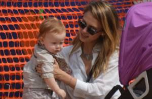 Jessica Alba et sa petite famille partent à la chasse à la citrouille