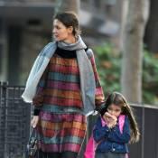 Katie Holmes : Maman détendue pour Suri, transformée en écolière modèle