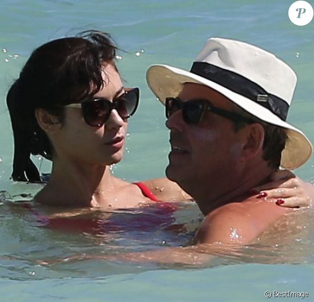 Exclusif - Olga Kurylenko et son compagnon Danny Huston se baignent à Miami. Le 16 octobre 2012.