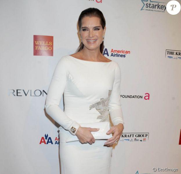 Brooke Shields au 11e gala annuel An Enduring Vision de la Elton John Aids Foundation contre le Sida, à New York, le 15 octobre 2012.