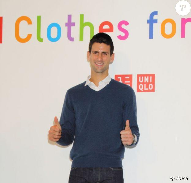 Novak Djokovic, tout sourire lors de l'annonce du lancement du programme Clothes for Smiles en partenariat avec UNIQLO le 16 octobre 2012 à Tokyo