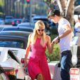 Paris Hilton et son petit ami River font du shopping à Los Angeles, le mercredi 17 octobre 2012.