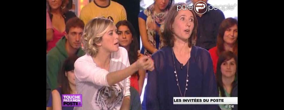 Enora Malagré et Alexia Laroche-Joubert dans  Touche pas à mon poste  (émission du lundi 22 octobre 2012 sur D8).