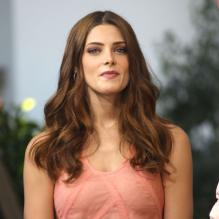 Ashley Greene sur le plateau de l'émission <em>Extra</em> à Los Angeles, le 1er octobre 2012.