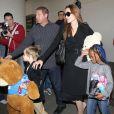Angelina Jolie et ses filles Shiloh et Zahara à Los Anngeles le 15 mars 2012