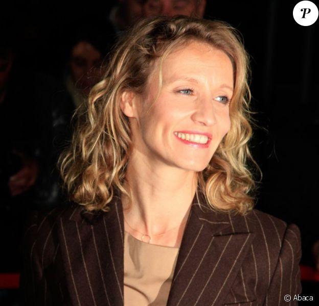 Alexandra Lamy rayonne à l'avant-première de J'enrage de son absence à Paris, le 23 octobre 2012.