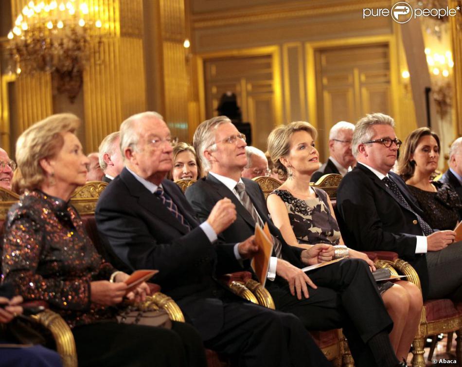 La reine Paola, le roi Albert, le prince Philippe, la princesse Mathilde, le prince Laurent. La famille royale de Belgique était réunie le 24 octobre 2012 au palais à Bruxelles pour un concert d'automne offert par le couple royal.