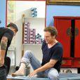 Michael C. Hall se fait tatouer le pied à Los Angeles, le 1er octobre 2012.
