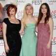 Christina Hendricks, Elle Fanning et Alice Englert ensemble au AFI Fest 2012  pour la projection de  Ginger & Rosa , le 7 novembre 2012.