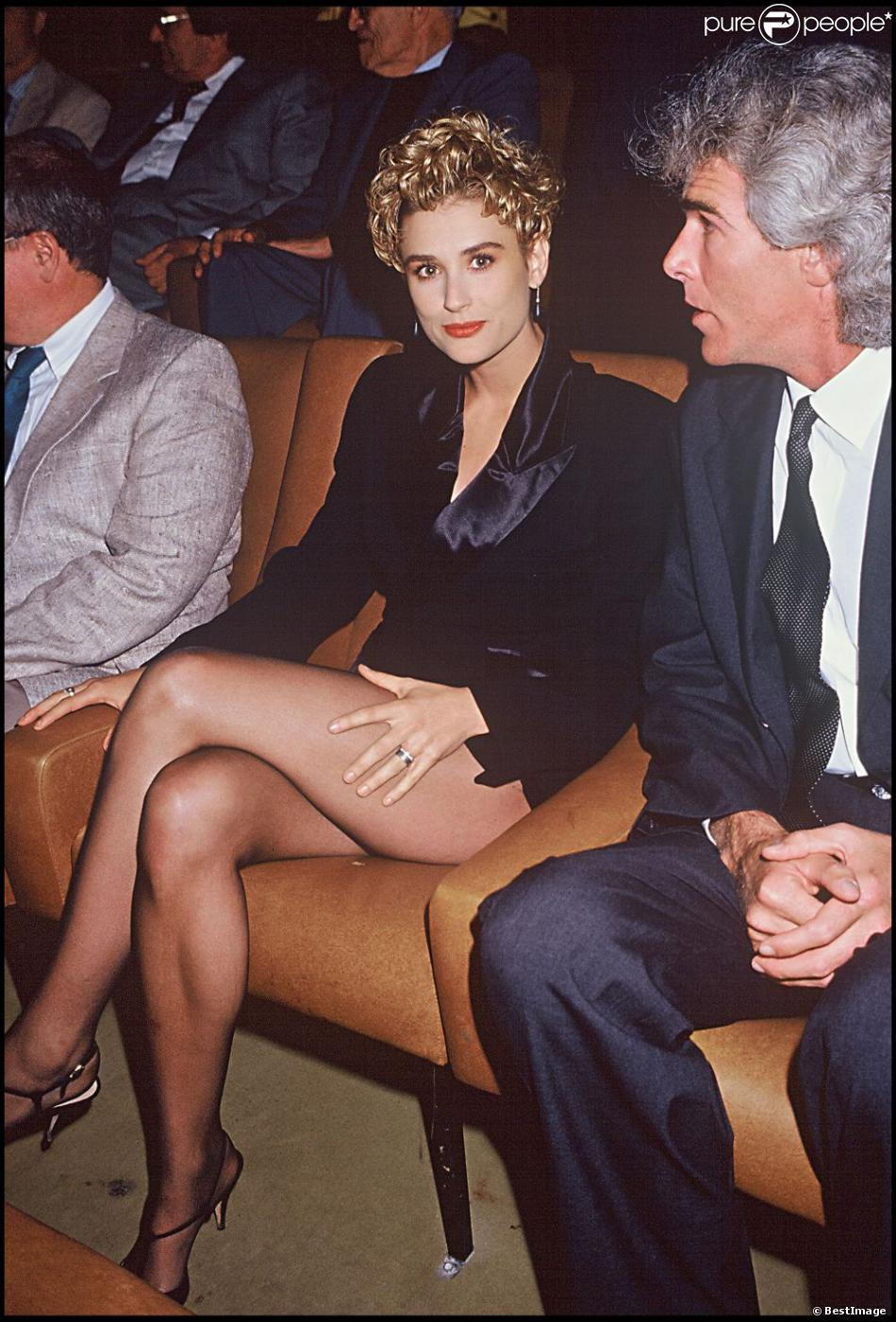 demi moore au festival de deauville sexy d voile ses jambes le 2 septembre 1990. Black Bedroom Furniture Sets. Home Design Ideas