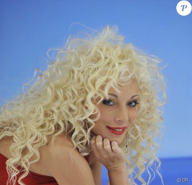 Cindy était candidate à la première saison de Dilemme sur W9.