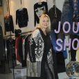 Sophie Favier, heureuse à l'entrée de sa boutique de vêtements à Neuilly, le 10 novembre 2012.