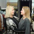 Sophie Favier avec sa fille Carla-Marie, dans sa boutique de vêtements à Neuilly, le 10 novembre 2012.