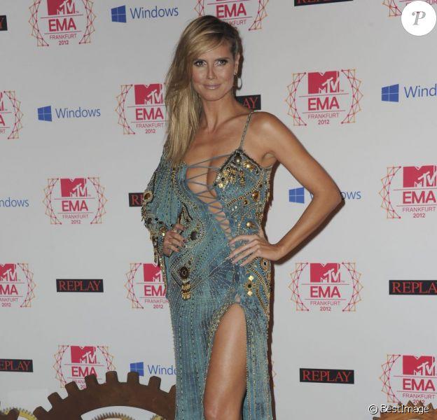 Heidi Klum plus sexy que jamais dans une robe Versace aux MTV Europe Music Awards à Francfort le 11 novembre 2012