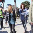 AnnaLynne McCord et ses camarades Jessica Lowndes, Jessica Stroup et Shenae Grimes sur le tournage de 90210 à West Hollywood, le 12 novembre 2012 - Jessica Lowndes présente son nouveau chiot