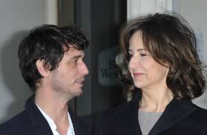 Valérie Lemercier ne quitte pas la main de Valérie Donzelli, à travers le monde