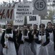 Le lundi 12 novembre, Maison Martin Margiela organisait une manifestation silencieuse dans les rues de Paris en vue du lancement de sa collection pour H&M.