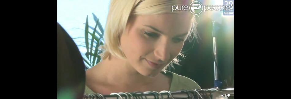 Nadège Lacroix de Secret Story 6 jouant Lisa sur le tournage de Sous le Soleil de Saint-Tropez (TMC)