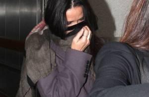 Demi Moore se cache : Fabuleuse à 50 ans, mais bien timide...