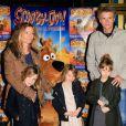 Denis Brogniart accompagné de son épouse Hortense et leurs filles Violette, Blanche et Lili lors de l'avant-première de Scooby Doo 2 aux Folies Bergères à Paris le 18 novembre 2012
