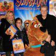 Guy Carlier et sa femme Joséphine accompagnés de leur fils Antoine et du fils de Joséphine lors de l'avant-première de Scooby doo 2 aux Folies Bergère à Paris le 18 novembre 2012