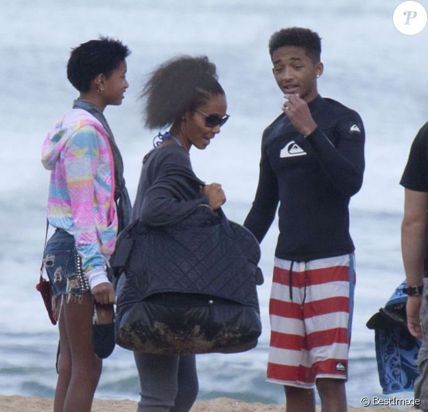 Jada Pinkett Smith avec Willow et Jaden en vacances à Hawai le 20 novembre 2012.