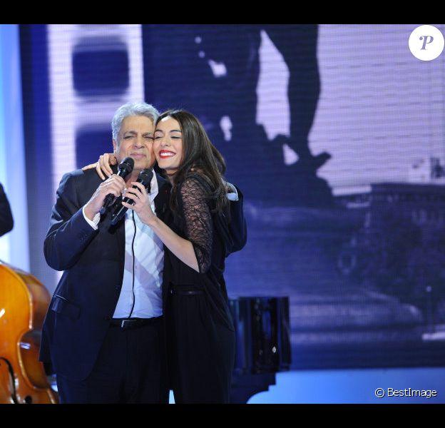 Enrico Macias et Sofia Essaïdi lors de l'enregistrement de l'émission Vivement Dimanche le 21 novembre 2012 - diffusion sur France 2 le 25 novembre
