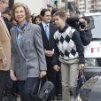 La reine Sofia et Juan Valentin Urdangarin le 25 novembre 2012 à l'hôpital Quiron San José de Madrid pour voir le roi Juan Carlos Ier après son arthroplastie à la hanche gauche.