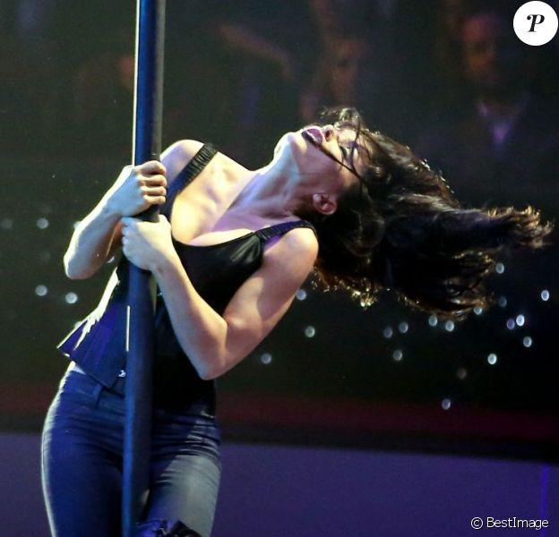 Jenifer lors du 51e Gala de l'Union Des Artistes au sein du Cirque Alexis Gruss le 12 novembre 2012 à Paris