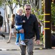 Eric Dane et sa fille Billie font du shopping à Beverly Hills le 26 novembre 2012.