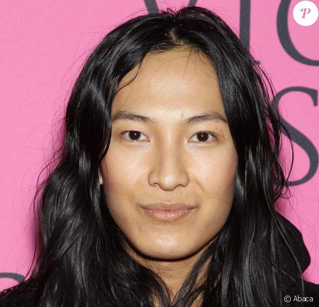 Alexander Wang, nouveau directeur artistique de Balenciaga, photographié lors du défilé Victoria's Secret 2012 à New York. Le 7 novembre 2012.