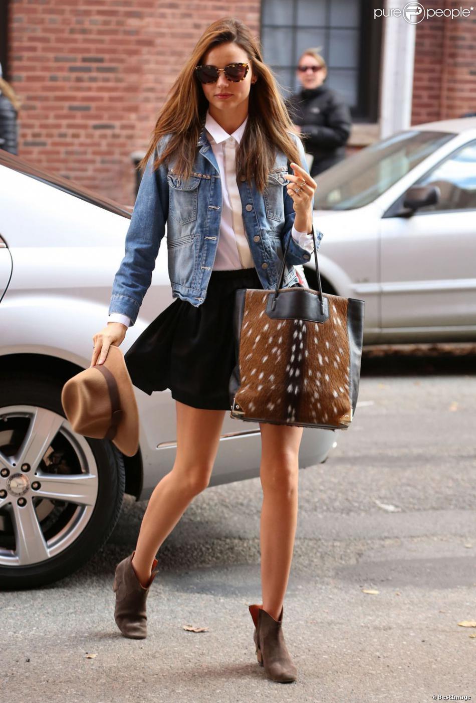 miranda kerr new york porte une veste en jean et des bottines isabel marant un sac alexander. Black Bedroom Furniture Sets. Home Design Ideas