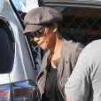 Halle Berry cachée derrière des lunettes de soleil va chercher sa fille Nahla, 4 ans, à l'école à Los Angeles le 3 décembre 2012.