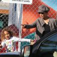 C'est tout sourire que Halle Berry va chercher sa fille Nahla, 4 ans, à l'école à Los Angeles le 3 décembre 2012.