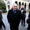 Dominique Strauss-Kahn assiste aux obsèques d'Erik Izraelewicz, ancien directeur du journal  Le Monde , au Père-Lachaise à Paris, le 4 décembre 2012.