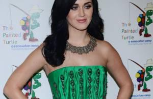 Katy Perry : Chic et glamour en vert pour un concert hommage