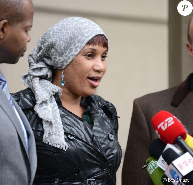 Nafissatou Diallo s'adresse brièvement aux journalistes en quittant le tribunal du Bronx à New York, le 10 décembre 2012. Un accord financier avec Dominique Strauss-Kahn vient d'être signé, mettant fin à 19 mois de procédure.