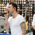 Adam Levine et les Maroon 5 chantent sur le plateau de l'émission Today diffusée sur NBC, au Rockefeller Plaza à New York le 29 juin 2012.