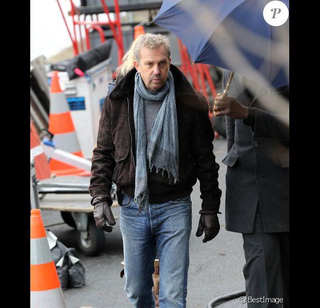 Kevin Costner sur le tournage de Three Days to Kill à Paris le 10 décembre 2012