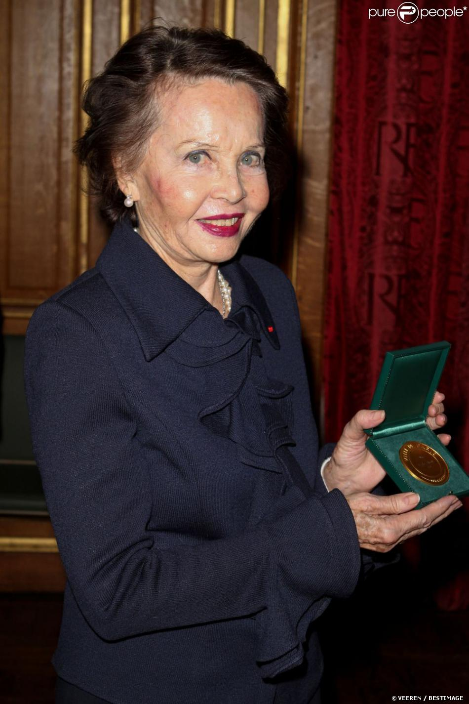 Leslie Caron reçoit la médaille Grand Vermeil de la Ville de Paris, le 14 décembre 2012.