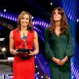 Kate Middleton avec la championne olympique d'heptathlon britannique, la superbe Jessica Ennis. La duchesse de Cambridge prenait part dimanche 16 décembre 2012 à la cérémonie des BBC Sports Personality of the Year Awards 2012 à l'ExCel Arena de Londres. Son premier engagement depuis l'annonce de sa grossesse et son hospitalisation.