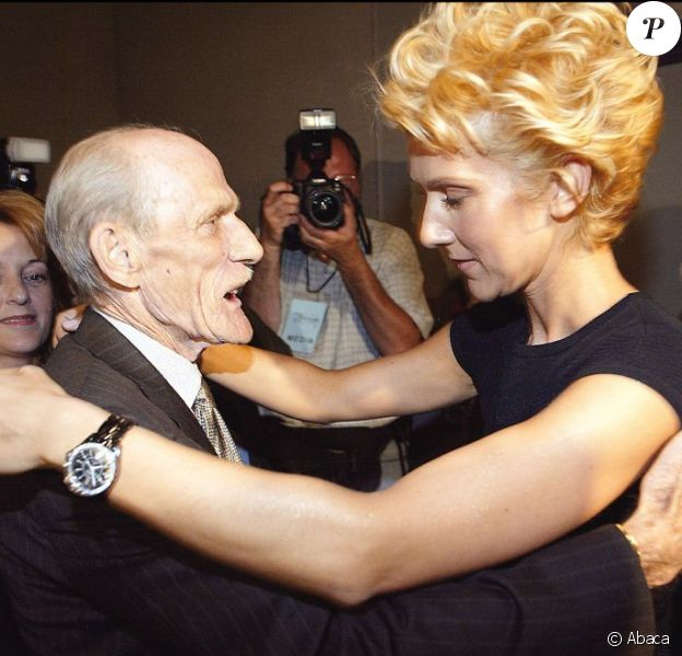 Céline Dion assiste à un gala hommage au parolier Eddy Marnay, avec son père Adhémar et sa mère Thérèse à Gatineau au Québec le 9 juillet 2003.