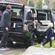 Exclusif - Gavin Rossdale et ses deux fils Kingston et Zuma se rendent chez les parents de Gwen Stefani à Los Angeles. Le 16 décembre 2012.