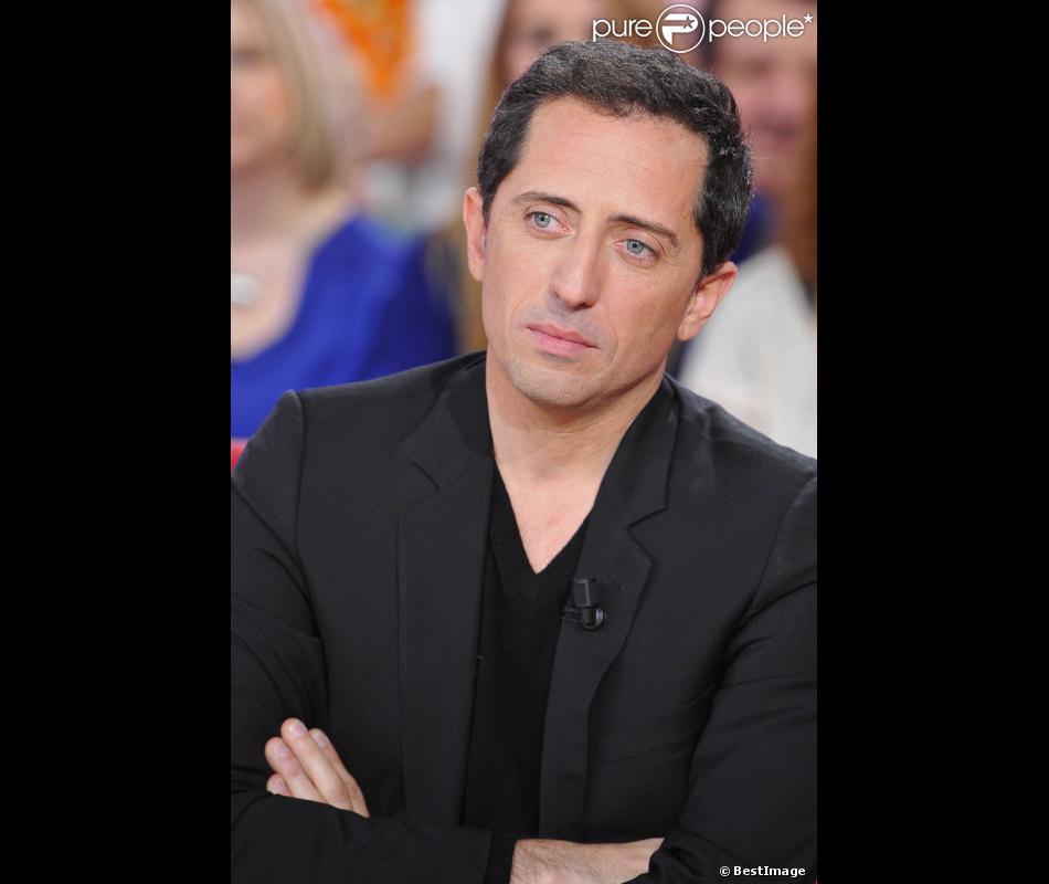 """Gad Elmaleh lors de l'enregistrement de l'émission """" Vivement Dimanche"""" à Paris le 30 Octobre 2012."""