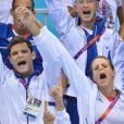 Laure Manaudou et son frère Florent heureux pour la victoire de Camille Muffat lors de la finale olympique du 400m nage libre à Londres le 29 juillet 2012