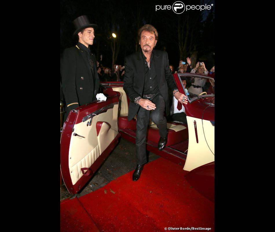Johnny Hallyday arrive à l'enregistrement de l'émission Champs-Elysées le vendredi 19 octobre 2012, au studio Gabriel à Paris.