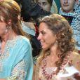 La princesse Iman de Jordanie (bint Al Hussein) avec sa mère la reine Noor en juillet 2005 lors de la cérémonie d'ouverture du 25e congrès annuel des enfants arabes à Amman, dont Ricky Martin était l'invité d'honneur.
