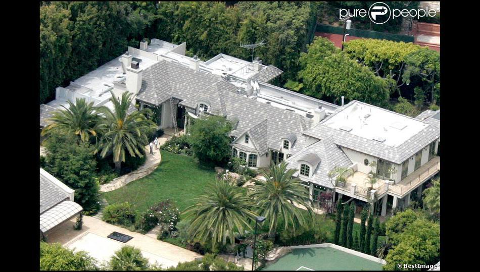 madonna vend sa superbe maison de beverly hills pour 22 5 millions de dollars purepeople. Black Bedroom Furniture Sets. Home Design Ideas